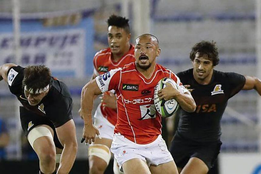 Sunwolves' Yuki Yatomi (centre) in action against Jaguares' Matias Orlando (right) during the Super Rugby match between Jaguares of Argentina and Japan Sunwolves at the Velez Stadium in Buenos Aires, Argentina, on May 6, 2017.