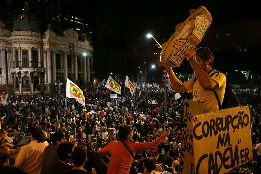 Thousands of Brazilians march in the streets against the government of President Temer.