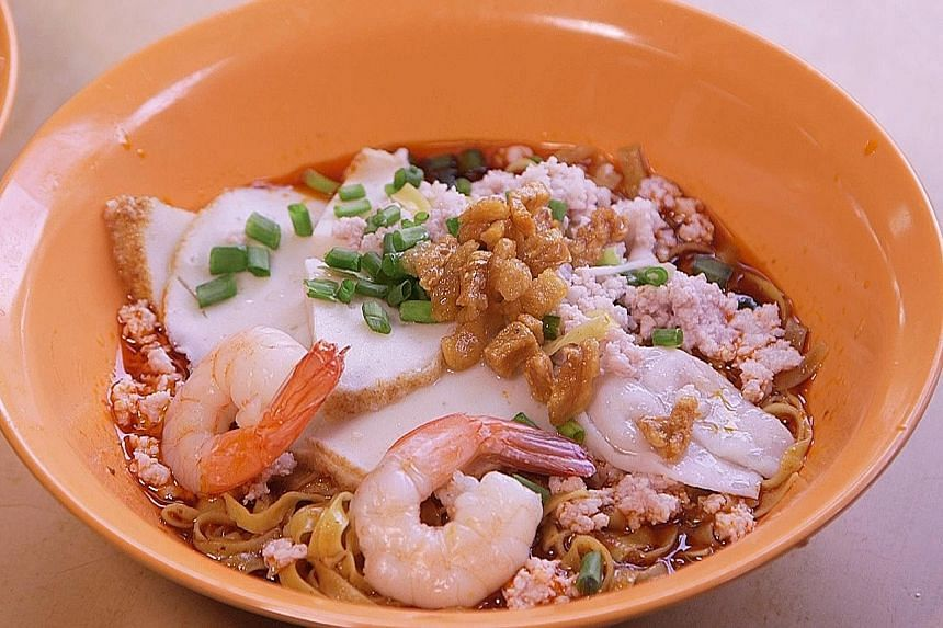 Teochew-style fishball noodles comes with fried lard and housemade chillli sauce.