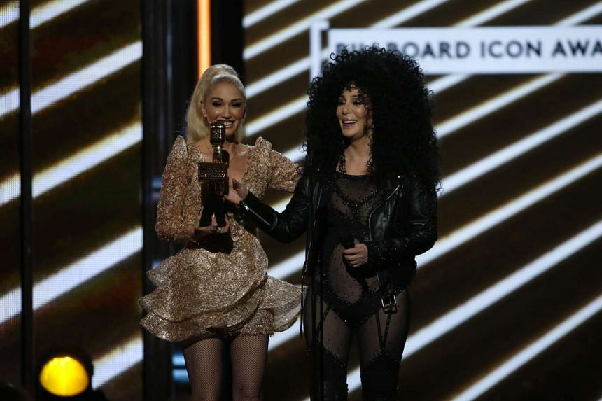 Gwen Stefani (L) presents Cher with the Billboard Icon Award at the 2017 Billboard Music Awards Show in Las Vegas, Nevada. PHOTO: REUTERS