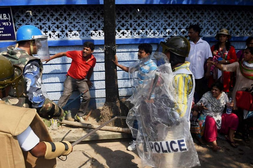 Political violence broke out in the Indian city of Kolkata between supporters of both Indian Prime Minister Narendra Modi's Bharatiya Janata Party and Trinamool Congress who rule the state of West Bengal.