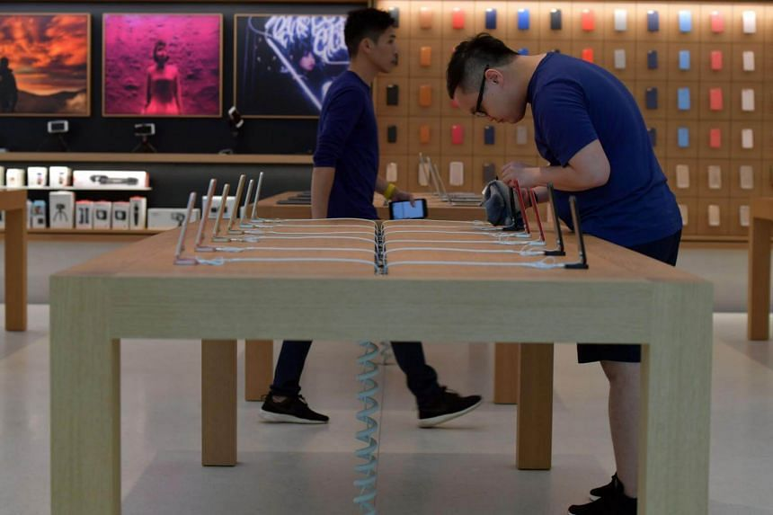 Apple Store Orchard brings more than 60 new,free, hands-on sessions to customers.