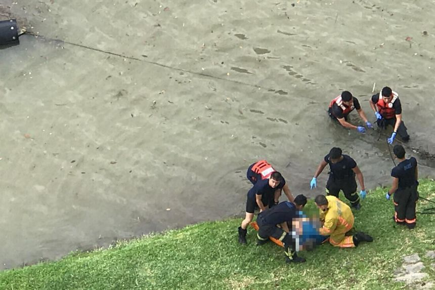 The Singapore Civil Defence Force retrieved the body of a man from the Kallang River on May 25, 2017.