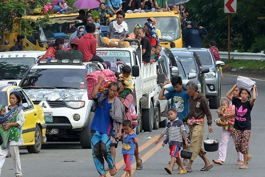 Families fleeing from Marawi on May 26, 2017, as fighting between Islamist militants and government forces continues.