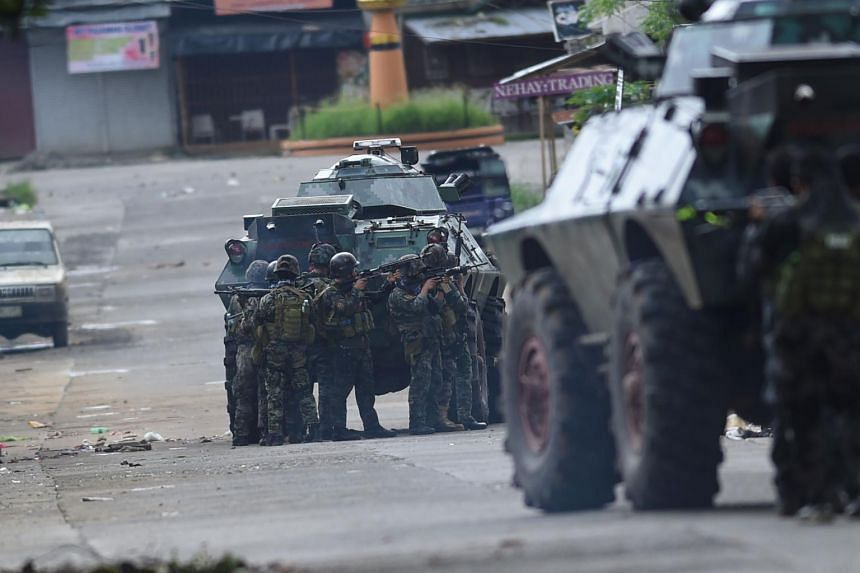 Police special forces preparing to assault a militant hideout near the city hall in Marawi on May 28, 2017.