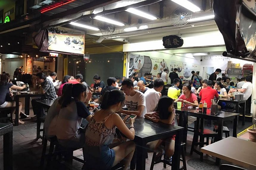 NEA officers had spotted raw pork ribs packed in fully sealed plastic bags in a bucket on the floor of Soon Huat Bak Kut Teh's Bedok outlet in December last year (2016).
