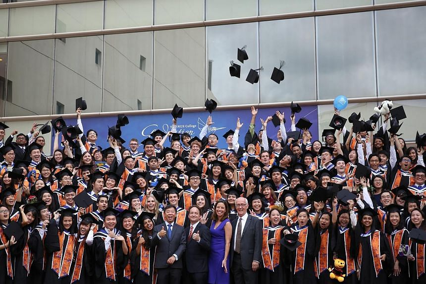 Yale-NUS College's first graduating batch of students with Yale-NUS president-designate Tan Tai Yong (from centre left), Yale-NUS founding president Pericles Lewis, Yale-NUS executive vice-president (administration) Kristen Lynas and Yale-NUS executi
