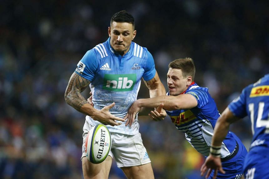Shaun Treeby (right) from the Stormers of South Africa tackles Sonny Bill Williams from the Blues of New Zealand during their Super Rugby match in Cape Town, South Africa.