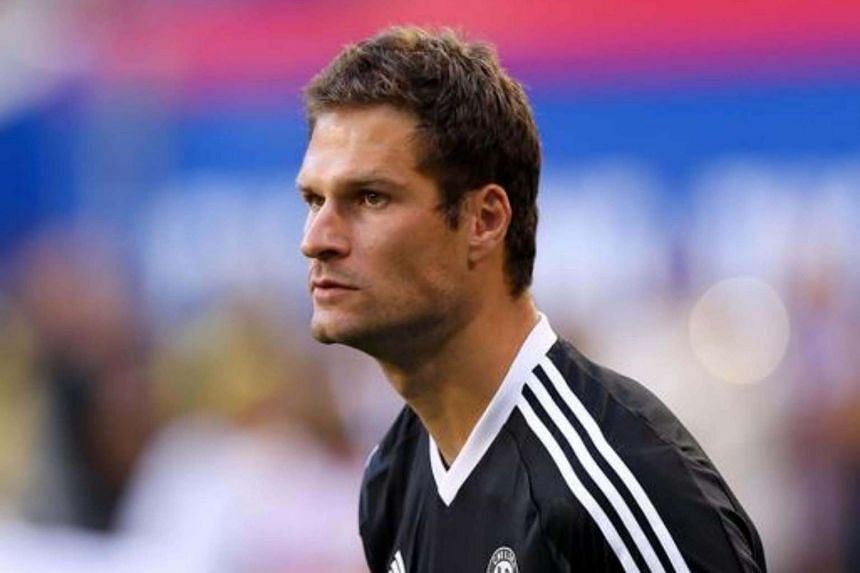 Bournemouth have signed Chelsea goalkeeper Asmir Begovic, reportedly after paying Chelsea £10 million (S$17 million).