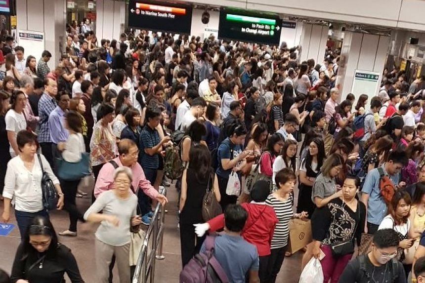 Commuters seen crowding at City Hall MRT Station on June 1, 2017.