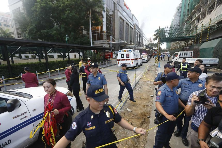 Philippines police and private security secure the vicinity of the Resorts World Manila hotel and casino complex in Pasay City, on June 2, 2017.
