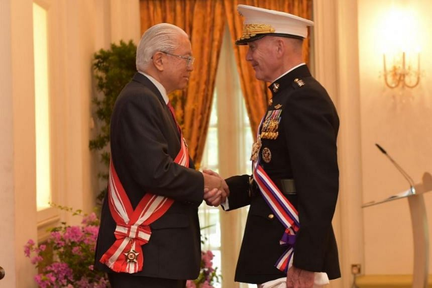President Tony Tan Keng Yam (left) congratulating US Chairman of the Joint Chiefs of Staff General (GEN) Joseph Dunford (right) after conferring the Distinguished Service Order (Military) on him at the Istana.