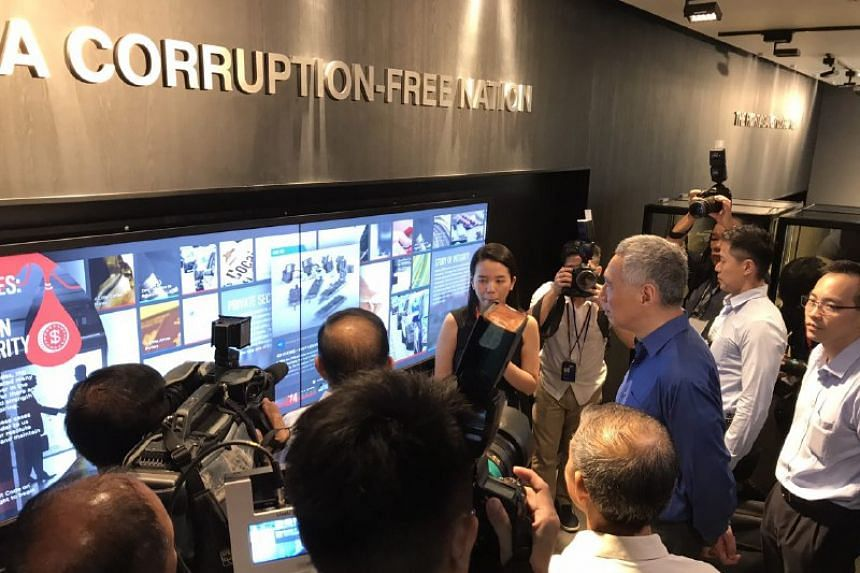 PM Lee (in blue) taking a tour of CPIB's new Corruption Reporting and Heritage Centre.