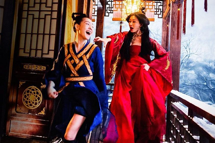 In Didi's Dreams, Dee Hsu (left) is an aspiring actress who has a superstar sister, played by Lin Chi-ling (right).
