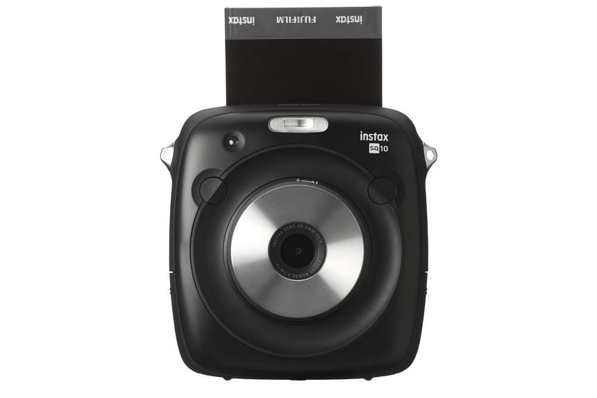 In Auto mode, the Fujifilm Instax Square SQ10 will print a shot instantly. Switching to Manual mode lets you print the photo later.