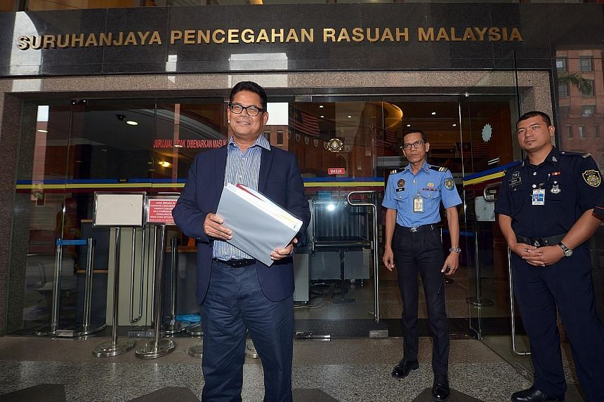 FGV's suspended CEO Zakaria Arshad (above) was at the Malaysian Anti-Corruption Commission headquarters yesterday to submit documents and help in the probe into controversial dealings that could implicate FGV's chairman, Tan Sri Mohd Isa Samad (below