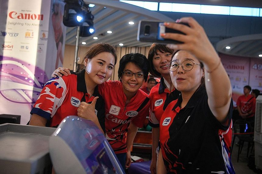 A happy women's Open champion Jung Da Wun taking a wefie with (from left) second-placed Kang Su Jin, third-placed Cherie Tan and Baek Seung Ja, who was fourth. Jung is now aiming to win at the World Championships.