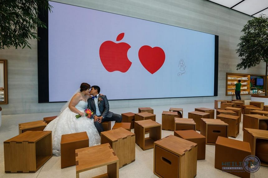 Mr Jermyn Wee and Ms Chia Suat Huang, decided to have their wedding photoshoot at the Apple store in Orchard Road the moment they heard it was open.