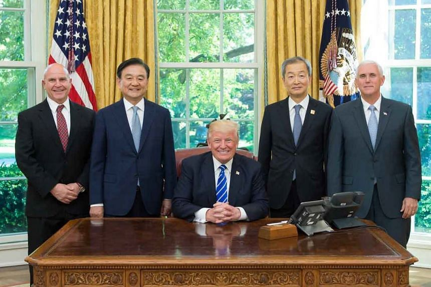 Hong Seok-hyun (second left), a special envoy of South Korean President Moon Jae-in, visiting Trump in May 2017.