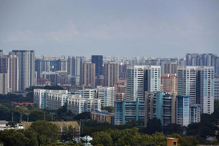 Public and private housing in Toa Payoh. Rents for private condos fell by 0.8 per cent from April to last month, and slumped by 3.9 per cent from May last year, according to flash estimates from SRX Property yesterday. Rents of Housing Board flats, m