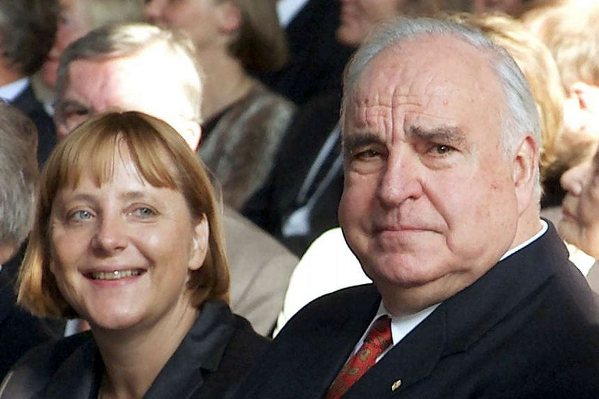 Former German Chancellor Helmut Kohl pictured in 2000 next to Angela Merkel.