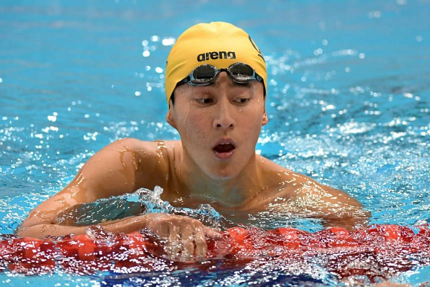 National swimmer Quah Zheng Wen broke his own national record in the 200m backstroke  in the heats of the Neo Garden 13th Singapore National Swimming Championships.