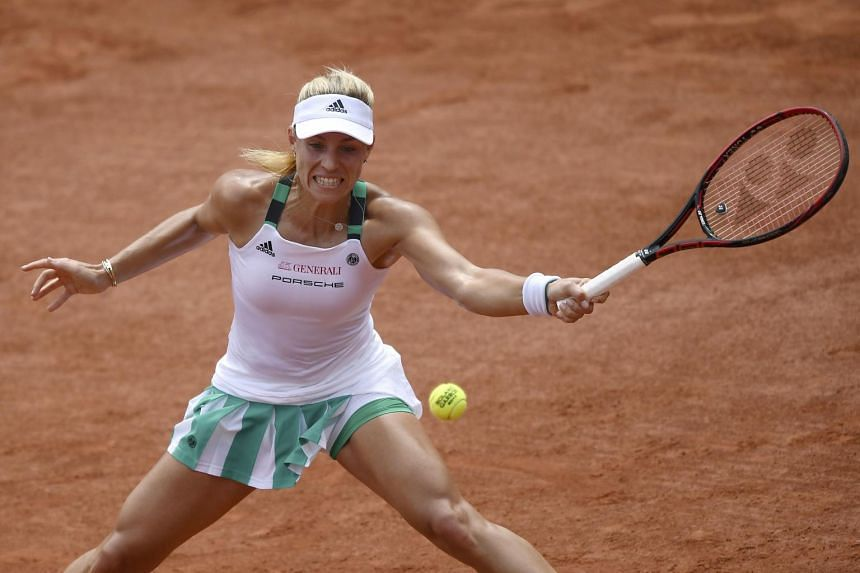 Angelique Kerber returning a shot to Ekaterina Makarova during their French Open match on May 28, 2017.