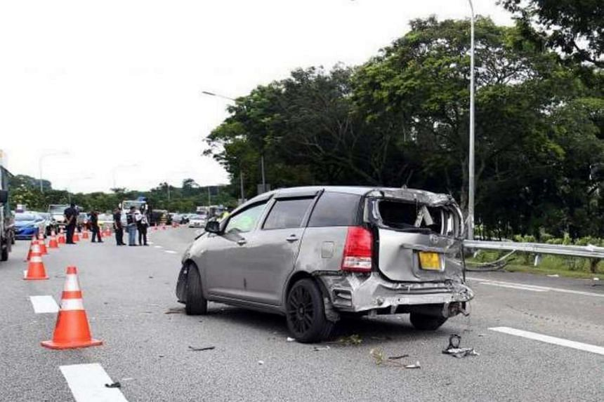 A car carrying a family of five met with an accident on the Seletar Expressway on Sunday (June 18), resulting in the death of a 38-year-old woman.