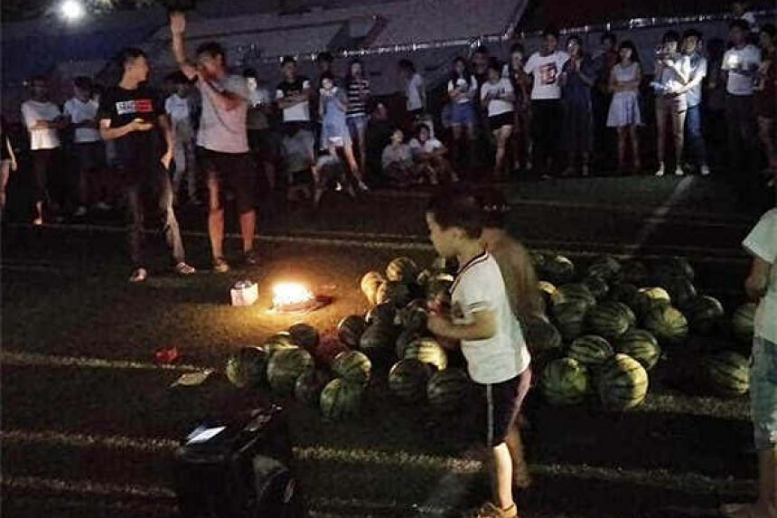 Student tries to win back ex-girlfriend with 99 watermelons in Zhengzhou, Henan province.