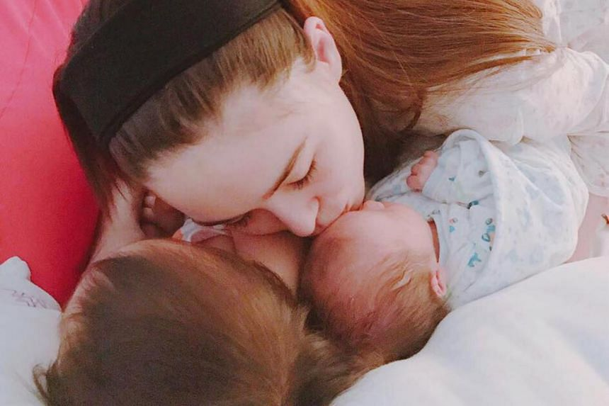 Jay Chou shared a photo on Facebook of his wife, Hannah Quinlivan kissing their sleeping newborn as well as daughter Hathaway.