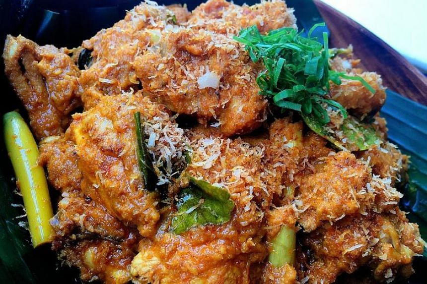 Chicken rendang that is rich without being overly oily.