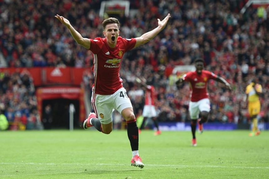 Preston North End have agreed a deal to sign midfielder Josh Harrop from Manchester United on a four-year contract.