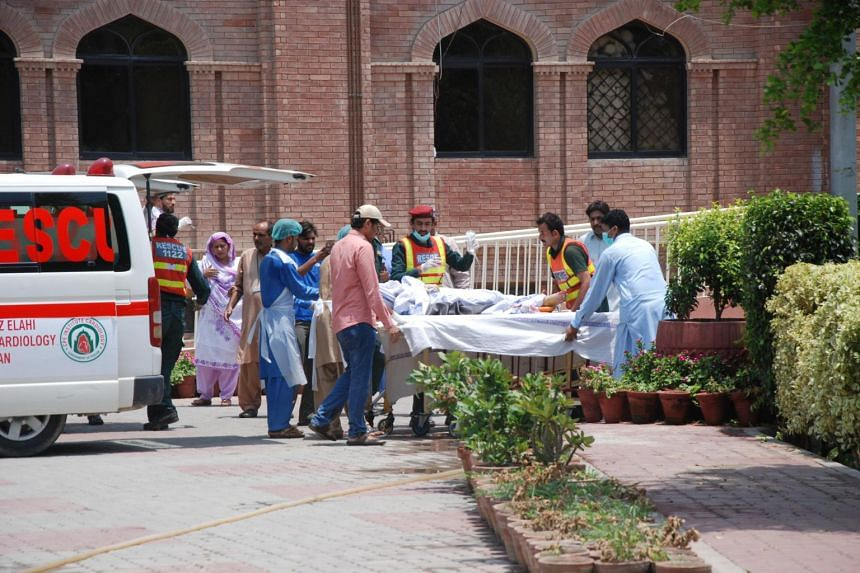 Hospital workers carrying the first victims of a fuel tanker explosion in Bahawalpur at Nishtar hospital in Multan, Pakistan on June 25, 2017.