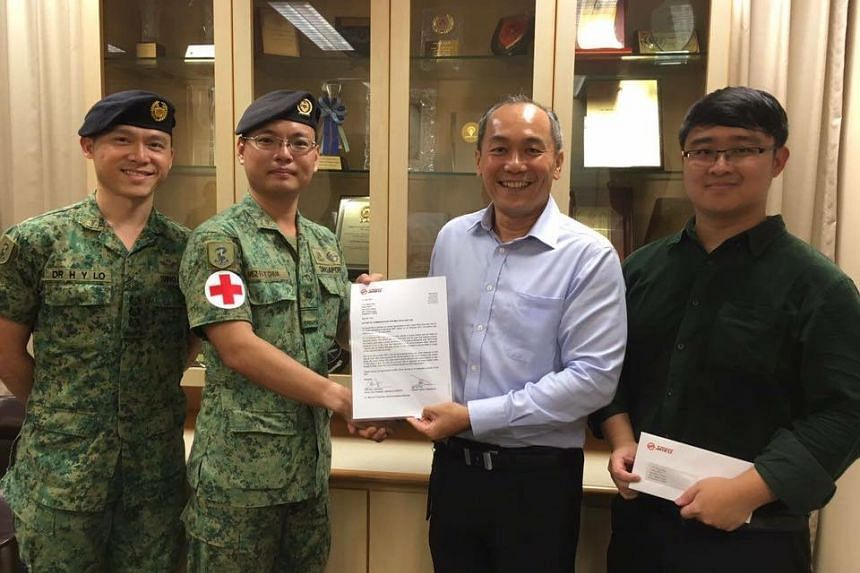 Mr Chua Sen Yan was presented a letter of commendation by SMRT Corporation's director of station operations, Mr Siu Yow Wee.