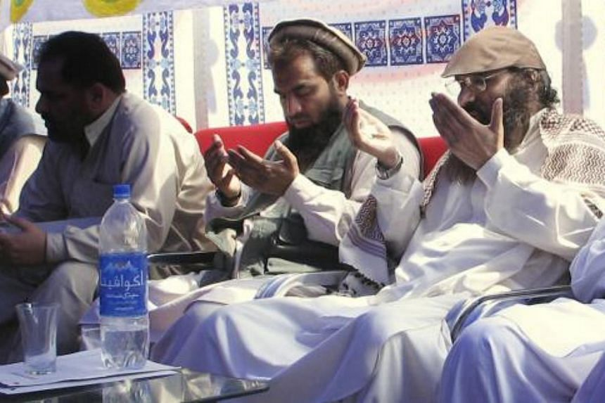 Syed Salahuddin (right) chief of Hezbul Mujahedeen and Zaki-ur-Rehman Lakhvi, (left) prays at a rally on Saturday, June 28, 2008, in Muzaffarabad, capital of Pakistani Kashmir.