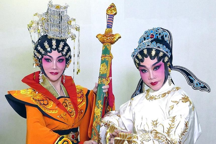 Tina Wong (far left) plays Empress Wu Ze Tian, while See Too Hoi Siang plays the titular role in The Lady Magistrate Xie Yao Huan.