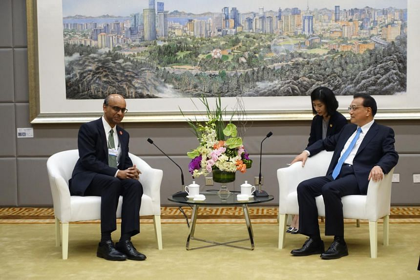 Deputy Prime Minister Tharman Shanmugaratnam called on Chinese Premier Li Keqiang on June 27 in Dalian, on the sidelines of the World Economic Forum Summer Davos meeting.