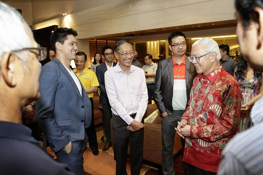 Joseph Schooling (left), Singapore's first Olympic gold medalist, chatting with President Tony Tan Keng Yam (right) and SSA president Lee Kok Choy (in white shirt) during the SSA fundraiser dinner.