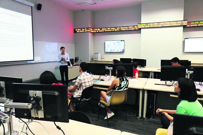 Students can gain knowledge of trading and investment applications in both the domestic and international financial markets, covering stock, bond and financial derivatives markets.