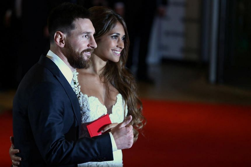 Argentine soccer player Lionel Messi and Antonela Roccuzzo posing at their wedding in Rosario, on June 30, 2017.