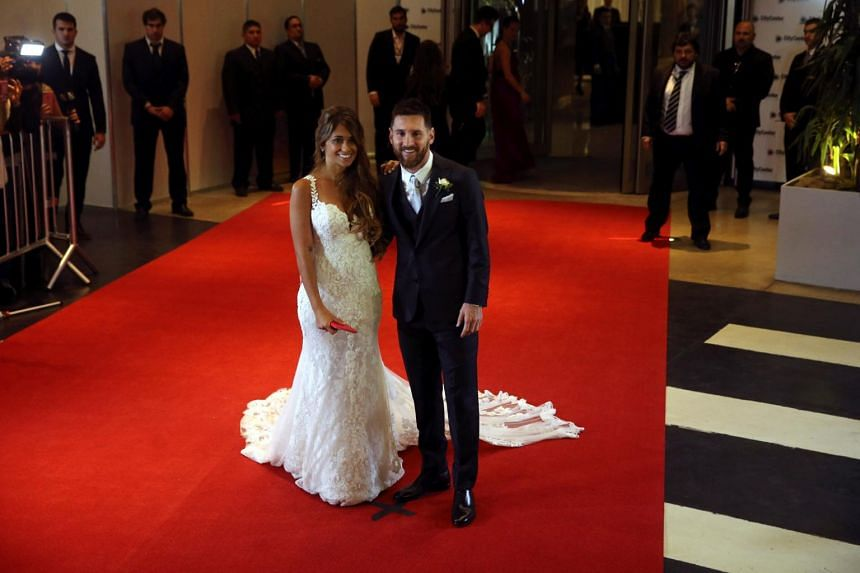 Argentine soccer player Lionel Messi and his wife Antonela Roccuzzo posing at their wedding in Rosario, on June 30, 2017.