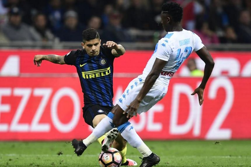 Argentinian international midfielder Ever Banega will be returning to LaLiga side Sevilla for a second spell, having spent two seasons there before 2016-17.