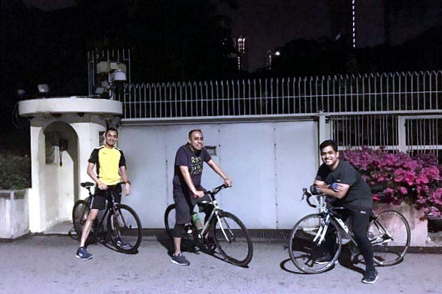 Cyclists cycle from Punggol to Orchard and pose in front of 38 Oxley Road.
