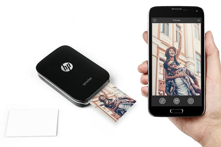 The HP Sprocket does not use any ink cartridge. You load it with the HP Zink Sticky-Backed Photo Paper.