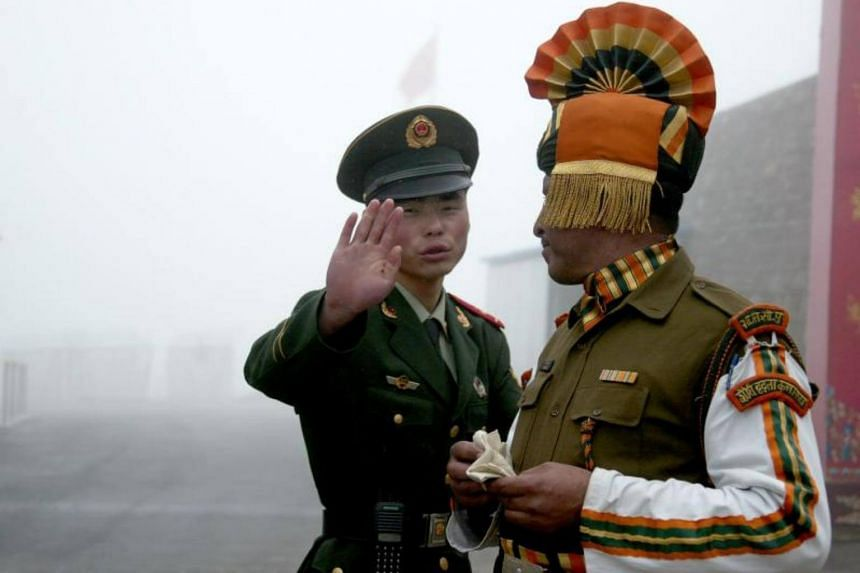A Chinese soldier (left) next to an Indian soldier at the Nathu La border crossing between India and China in India's northeastern Sikkim state, on July 10, 2008.