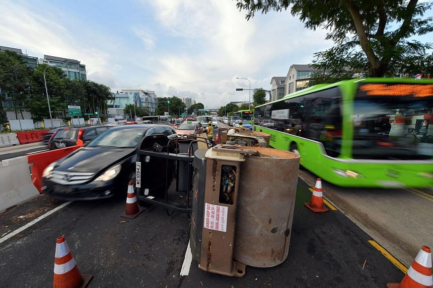 A steam roller overturned along Upper Serangoon Road near the junction of Charlton Road causing a massive jam for motorists heading towards the city.