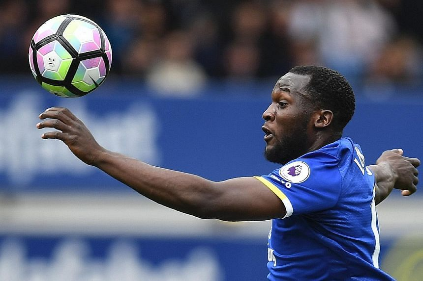 Everton striker Romelu Lukaku is on holiday in Los Angeles, where Manchester United will begin their pre-season tour. The Belgium international may have his medical in the United States ahead of the transfer.