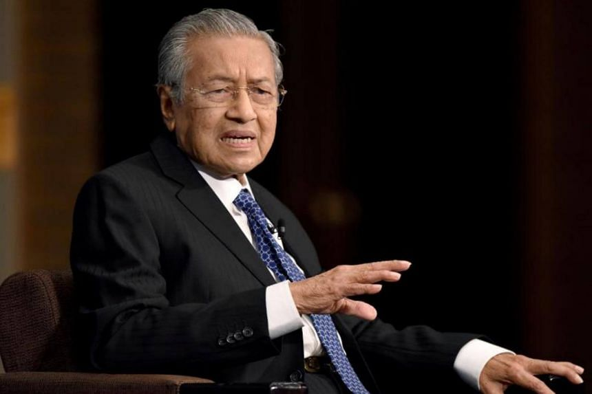 Malaysia's former prime minister Mahathir Mohamad has denied supporting Datuk Seri Anwar Ibrahim to become the next prime minister.