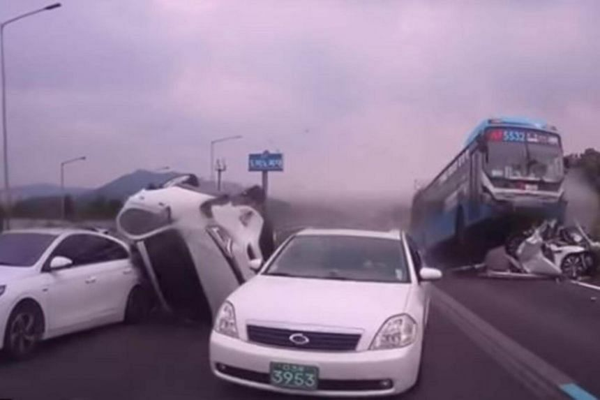 Six passenger cars and a bus were involved in a crash on the Gyeongbu Highway near an interchange in Seoul's Yangjae area.