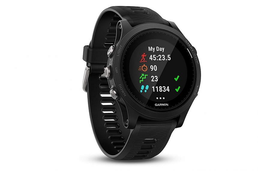 The Garmin Forerunner 935 is for serious athletes such as ultra-marathon runners and triathletes who do not need the looks, bulk and weight of the flagship Fenix 5.